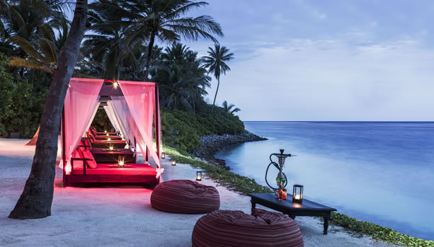 relax and enjoy a mocktail at Fanditha at One&Only Reethi Rah Maldives